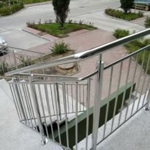 Balustrada-polerowana-z-wypełnieniem-pionowym-1024x768