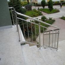 Balustrada-polerowana-z-wypełnieniem-pionowym-rura-fi-508-fi-25-i-fi-16mm-1-1024x768