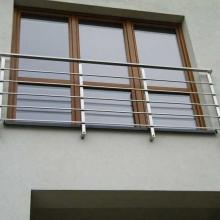Balustrada-na-okno-słupki-40-x-40-wypełnienie-15-x-15-1