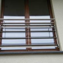 Balustrada-z-kątowników-i-płaskowników-z-podwójnym-pochwytem-1024x768