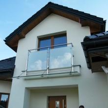 Balustrada-i-daszek-ze-szkłem-matowym-1024x768