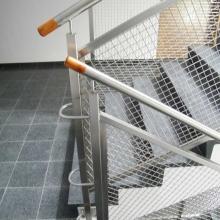 Balustrada-na-klatce-schodowej-z-siatką-zgrzewaną-768x1024