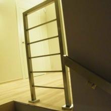 Balustrada-z-profili-40x40-i-15x15-spawanych-między-słupkami-1-768x1024