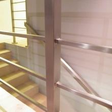 Balustrada-z-profili-40x40-mm-i-15x15-mm-spawanych-między-słupkami-1-768x1024
