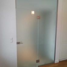 Przegroda-szklana-z-drzwiami-1