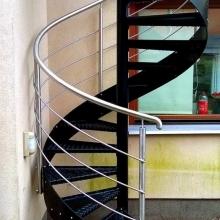 Balustrada-gięta-przy-schdach-spiralnych-poręcz-z-rury-424-1-575x1024