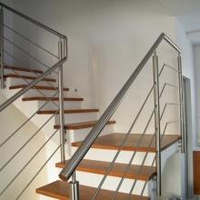Balustrada-schodowa-mocowana-do-policzka-1024x768