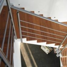 Balustrada-schodowa-z-wypełnieniem-poziomym-1024x768