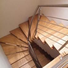 Balustrada-z-wypełnieniem-poziomym-poręcz-po-łuku-768x1024