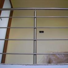 Balustrada-z-wypełnieniem-spawanym-do-boku-słupków-1024x768