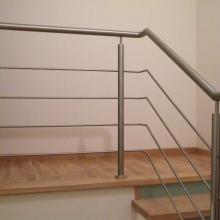 Balustradaz-wypełnieniem-poziomym-z-4-rurkami-przez-środek-1024x768