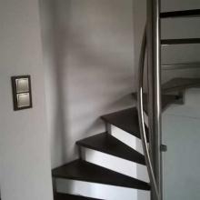 Pochwyt-przy-schodach-na-rurze-centralnej-3