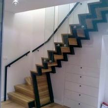 Schody-dywanowe-na-konstrukcji-stalowej-malowanej-proszkowo-1-768x1024