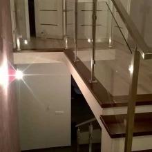 Balustrada-ze-szkłem-poręcz-50x30-2