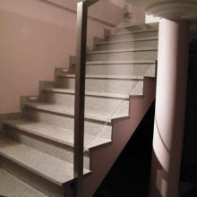 Balustrada-ze-szkłem-w-ramie-768x1024