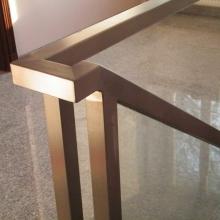 Balustrada-ze-szkłem-w-ramie-połączenie-poręczy-1024x768