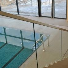 Balustrada-szklana-samonośna.-Tafle-ze-szkła-88-1024x685